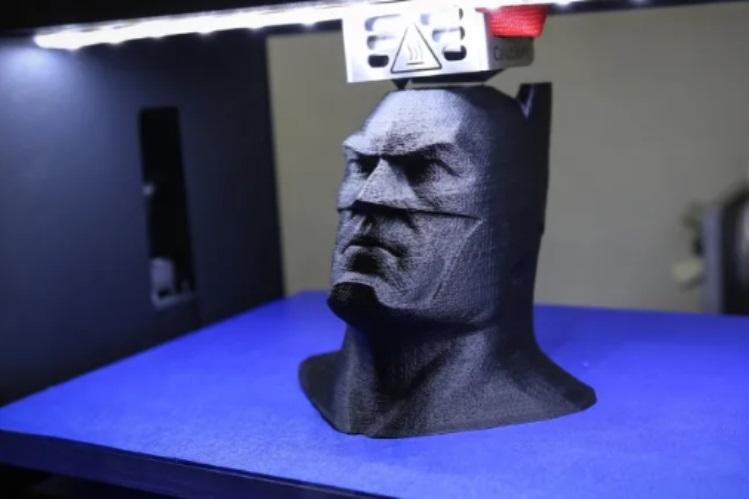 3D printing adalah teknologi printer terbaru yang mampu mencetak objek tiga dimensi (3D) yang bisa dipegang dan dipakai tubuh.