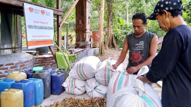 UMKM adalah salah satu langkah awal dalam pengembangan usaha masyarakat daerah. Kecilnya skala modal bukan halangan untuk memulai UMKM di pedesaan