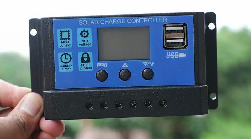 Pada dasarnya, baik controller PWM maupun MPPT memiliki kelebihan dan kekurangan masing-masing, tergantung dari sistem dan skala pembangkit listrik tenaga surya yang dibangun