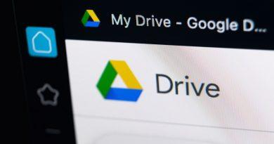 Dengan Google Drive, anda bisa menyimpan beberapa file anda dan menghapus file di harddisk untuk menghemat storage