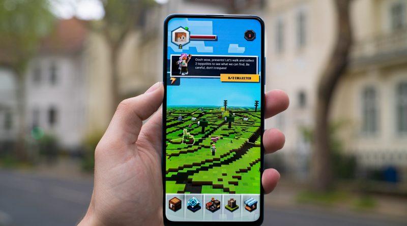 Merekam layar smartphone (screen recording) sangat penting bagi para pembuat konten khususnya konten gaming.