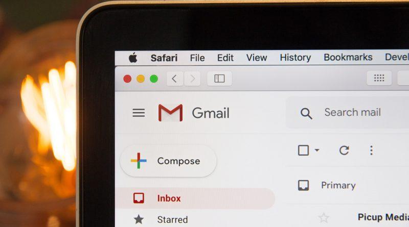 Email tak dikenal seringkali membawakan link dan/atau attachment yang mencurigakan. Jangan sekali-kali klik tanpa mengetauinya