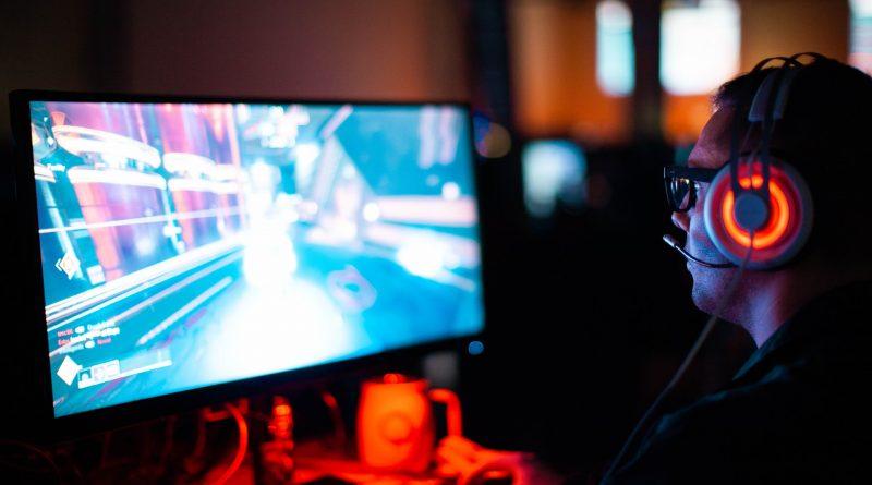 Bermain game PC membuat kita ketagihan. Nah berikut ini adalah hal-hal yang perlu diperhatikan