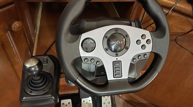 Jangan tutup mata, meskipun murah, PXN V9 masih cukup mumpuni memberikan kesan mengemudikan mobil balap di game kamu dengan kontrol roda kemudi